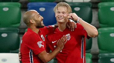Penyerang Norwegia, Erling Braut Haaland, merayakan gol yang dicetaknya ke gawang Irlandia Utara pada laga UEFA Nations League di Windsor Park, Selasa (8/9/2020) dini hari WIB. Norwegia menang telak 5-1 atas Irlandia Utara. (AFP/Paul Faith)