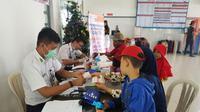 Sejumlah penumpang memeriksakan diri di fasilitas pelayanan kesehatan gratis KAI di Stasiun Besar Purwokerto, Jawa Tengah. (Foto: Liputan6.com/KAI Daop 5/Muhamad Ridlo)