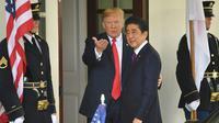 PM Jepang Shinzo Abe jelang konferensi pers bersama Presiden AS Donald Trump di Gedung Putih (7/6) (AFP PHOTO)