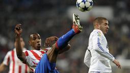 Luis Amaranto Perea. Bek yang menjadi legenda Atletico Madrid ini didatangkan dari Boca Juniors pada awal musim 2004/2005. Selama total 8 musim hingga 2011/2012 telah bermain dalam 304 penampilan di semua ajang kompetisi. (AFP/Javier Soriano)