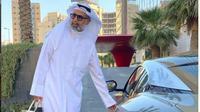 Viral, Gaya Pria Arab Pakai Gamis dan Bawa Tas Hermes . (dok.Instagram @waelabul/https://www.instagram.com/p/CELdEy_DnkG/Henry)