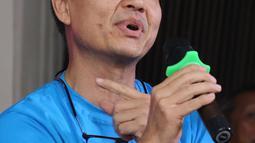 Aktor Chew Kin Wah memberikan keterangan saat jumpa press Film Cek Toko Sebelah Tembus 2 juta penonton di kawasan Sarinah, Jakarta, Senin (16/1). (Liputan6.com/Herman Zakharia)