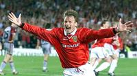 Manchester United striker Teddy Sherringham celebrates after equalising against Bayern Munich in the EUFA Champions League final, 26 May 1999 in Barcelona. United went on to win the game 2-1. (ELECTRONIC IMAGE)