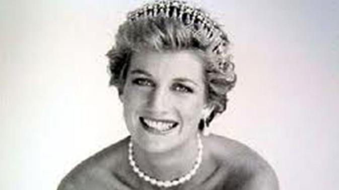 Diana tewas dalam kecelakaan maut di terowongan Alma, Paris, Prancis. Insiden Nahas tersebut juga menewaskan kekasihnya Dodi Al Fayed (Wikipedia).
