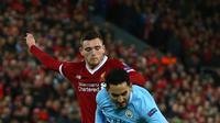 Pemain Manchester City Ilkay Gundogan berebut bola dengan pemain Liverpool Andy Robertson saat pertandingan Liga Champions di Anfield, Liverpool (4/4). Liverpool menang 3-0 atas Manchester City. (AFP Photo/Dave Thompson)