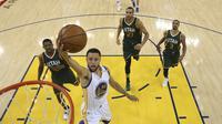 Stephen Curry saat melawan Utah Jazz, Selasa (3/5/2017)