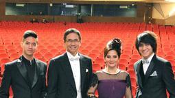 Keluarga musisi ternama di Indonesia ini juga jauh dari kabar miring. Addie MS dan Memes sudah 31 tahun dalam membina rumah tangganya. (Liputan6.com/addiems999)