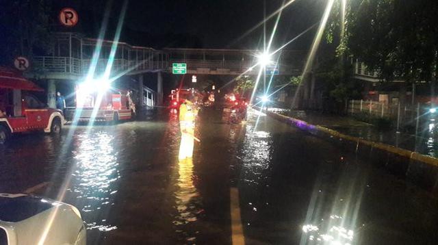 Banjir menggenangi kawasan Jalan Perintis Kemerdekaan Jakarta Timur. (TMC Polda Metro)