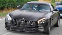 Romelu Lukaku mengendarai Mercedes-AMG GT R. (Zenpix)