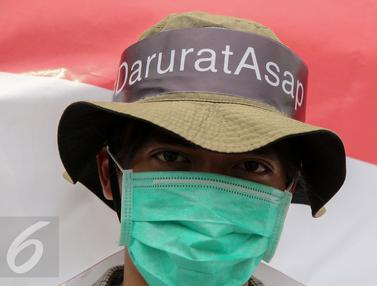 20151026-Puluhan Aktivis Gelar Aksi Peduli Asap untuk Sumatera dan Kalimantan-Jakarta