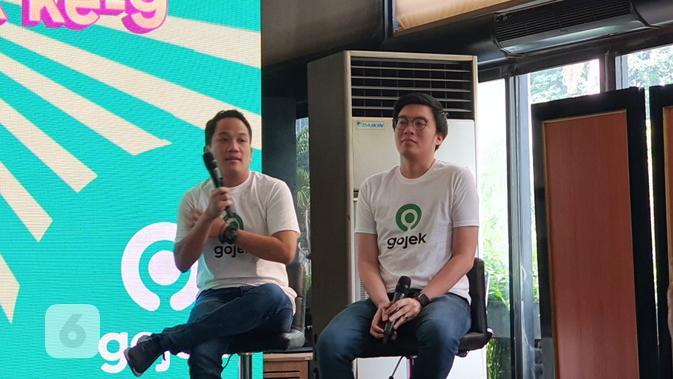 Co-CEO Gojek Indonesia Andre Soelistyo (kiri) dan Kevin Aluwi (kanan) menyampaikan strategi Gojek di masa depan di Jakarta, Sabtu (2/11/2019). (Liputan6.com/ Agustin Setyo W)