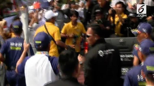 Obor Asian Games tiba di Taman Mini Indonesia Indah, beberapa kemacetan terjadi di simpang TMII akibat adanya buka tutup lalu lintas.