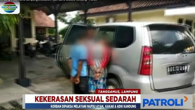 Aksi bejat ketiga pelaku terbongkar berkat laporan masyarakat dan sebuah organisasi perlindungan perempuan dan anak.