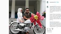 Ulang Tahun Pernikahan, Ridwan Kamil Beri Kado Kawasaki W175 Kustom (@ridwankamil)