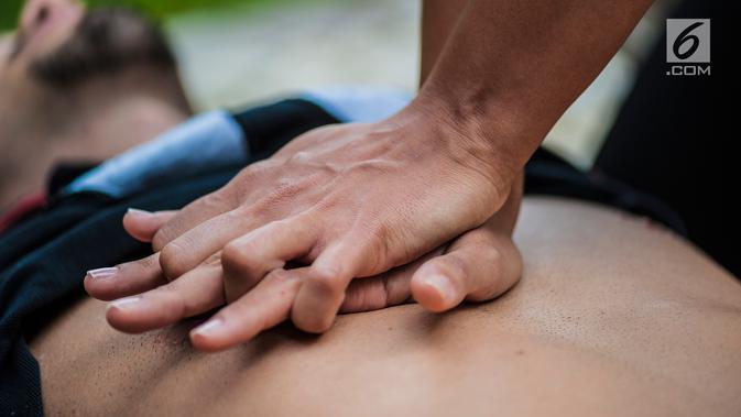Ilustrasi Foto Pertolongan Resusitasi Jantung Paru atau Cardiopulmonary resuscitation (CPR) (iStockphoto)