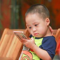 Pola asuh anak era digital. (Foto: Kaku Nguyen from Pexels)