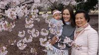 Cathy Sharon dan keluarga besar Eka Kusuma berlibur ke Jepang [foto: instagram/cathysharon]