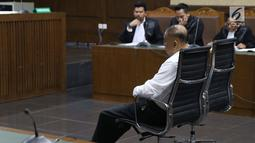 Anggota DPR dari fraksi Partai Golkar, Markus Nari saat menjalani sidang pembacaan dakwaan di Pengadilan Tipikor, Jakarta, Rabu (14/8/2019). Markus Nari didakwa oleh JPU KPK terkait kasus dugaan korupsi e-KTP dan perintangan penyidikan. (Liputan6.com/Helmi Fithriansyah)