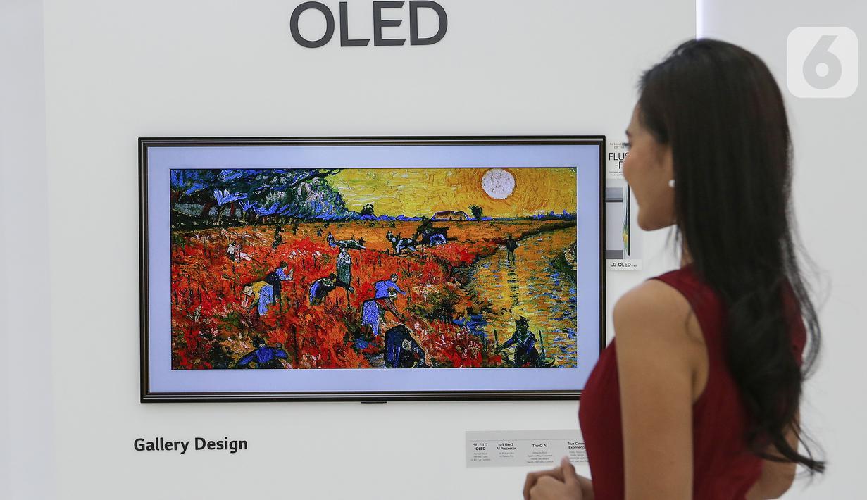 Sebuah lukisan ditampilkan dalam LG TV Oled evo di Jakarta, Selasa (25/05/2021). LG Electronics Indonesia mulai meningkatkan kemampuan reproduksi visual dan desain produk dalam koleksi TV premium dengan menyajikan empat pilar yaitu yaitu Sharp, Speedy, Smooth dan Slim. (Liputan6.com/Fery Pradolo)