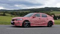 Honda Civic Type R terbaru tengah uji jalan. (Carscoops)