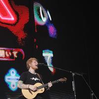 Jadi persinggahan terakhir tur di Asia, Ed Sheeran tampil maksimal di Jakarta. (Bambang E Ros/Fimela.com)