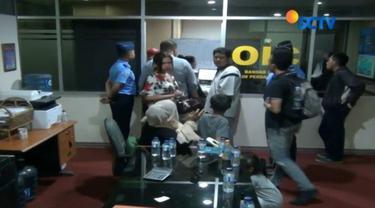 Sejumlah calon penumpang pesawat Citilink mendatangi kantor officer on duty Bandara Halim Perdanakusuma.