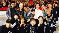 Big Bang berpose bersama PSY dan MONSTA X di MAMA 2015 [foto: instagram/seungriseyo]