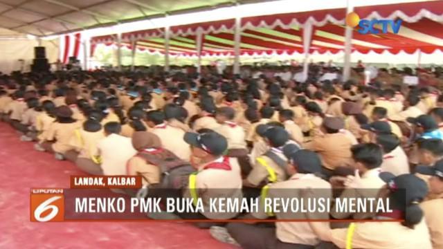 Menko PMK Puan Maharani buka acara Kemah Revolusi Mental serta berikan sejumlah bantuan sosial di Landak, Kalimantan Barat.
