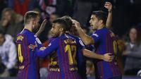 Para pemain Barcelona merayakan gol yang dicetak Luis Suarez. (AFP/Benjamin Cremel)