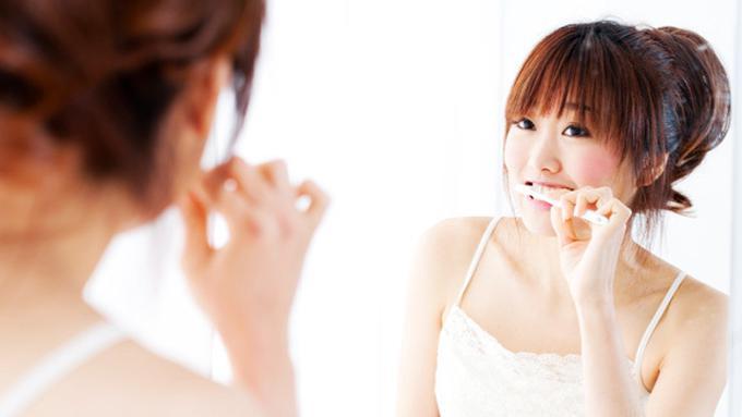 Sikat Gigi Pakai Arang Gigi Putih Seketika Beauty Fimela Com