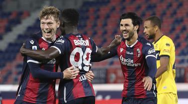 Pemain Bologna merayakan gol yang dicetak Andreas Skov Olsen ke gawang Parma pada laga lanjutan Liga Italia di di Stadion Renato Dell'Ara, Selasa (29/9/2020) dini hari WIB. Bolongna menang 4-1 atas Parma. (Filippo Rubin/LaPresse via AP)