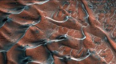 Bukit Pasir Beku di Mars