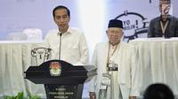 Pasangan capres-cawapres Joko Widodo (kiri) dan Ma'ruf Amin (kanan) memberikan pidato usai mengambil nomor urut peserta Pemilu 2019 di Kantor KPU, Jakarta, Jumat (21/9). Pasangan Jokowi-Ma'ruf mendapatkan nomor urut 01. (Liputan6.com/Faizal Fanani)