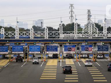 Kendaraan melintasi Gerbang Tol Pondok Ranji di Tangerang Selatan, Banten, Senin (18/1/2021). PT Jasa Marga (Persero) Tbk melakukan penyesuaian tarif tol lingkar luar Jakarta (JORR) seperti W2S, W2U, S, E, Ulujami-Pondok Aren, ATP, dan Bintaro Viaduct-Pondok Ranji. (Liputan6.com/Johan Tallo)