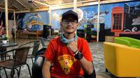 Solehan Yusuf, relawan semprot disinfektan anggota Palang Merah Indonesia Kota Bandung.