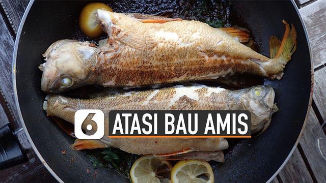 Memasak ikan di dapur tidak dipungkiri pasti meninggalkan bau amis yang susah hilang. Ini dia tips singkirkan bau amis saat masak ikan di dapur.