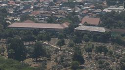 Suasana perkampungan padat penduduk di Jakarta, Kamis (30/8/2019). Direktur Konsolidasi Tanah Kementerian (ATR/BPN), Doni Widoantoro mengatakan dari hasil penelitian diperoleh fakta bahwa pemanfaatan tanah di DKI masih timpang. (Liputan6.com/Angga Yuniar)