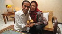 Di Hari Ibu kali ini, yuk kita simak deretan foto Presiden Jokowi yang memperlihatkan bakti seorang anak pada ibundanya.