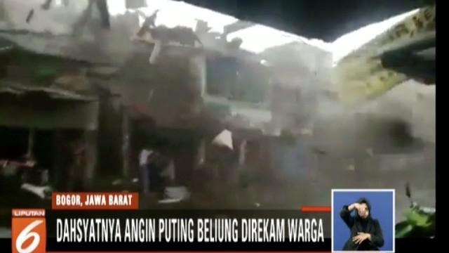 Ratusan warga dari empat kelurahan yang rumahnya hancur, kini mengungsi di sejumlah masjid.