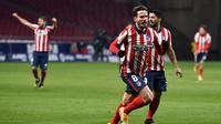 Gelandang Atletico Madrid, Saul Niguez, merayakan gol ke gawang Sevilla pada laga tunda pekan pertama La Liga di Estadio Wanda Metropolitano, Rabu (13/1/2021) dini hari WIB. Atletico pun menang 2-0 atas Sevilla. (AFP/PIERRE-PHILIPPE MARCOU)