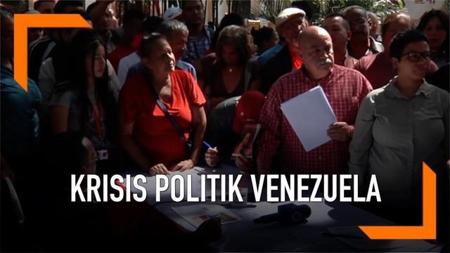 Ratusan warga Venezuela membuat petisi agar Amerika Serikat tidak ikut campur dalam masalah domestiknya.