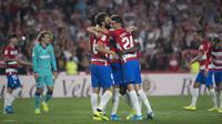 Para pemain Granada merayakan gol ke gawang Barcelona. (AFP/Jorge Guerrero)