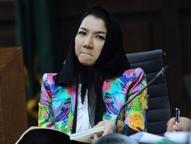 Bupati nonaktif Kutai Kartanegara, Rita Widyasari menjalani sidang lanjutan dugaan suap pemberian izin lokasi perkebunan kelapa sawit di Pengadilan Tipikor, Jakarta, Rabu (7/3). Sidang mendengar keterangan saksi. (Liputan6.com/Helmi Fithriansyah)
