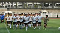 Sebanyak 24 pemain mengikuti sesi latihan perdana pada TC yang berlangsung di Stadion Madya, Jakarta, Jumat (7/8/2020). (dok. PSSI)