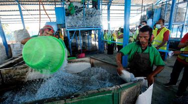 KLHK bersama dengan Lembaga Pengadaan Barang dan Jasa (LKPJ) saat ini sedang membangun kebijakan green procurement.