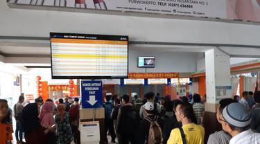 Penumpang Kereta di Stasiun Purwokerto. (Foto: Liputan6.com/Muhamad Ridlo)