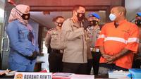 Seorang warga Sidoarjo ditangkap Polresta Malang Kota karena jadi kurir jaringan narkoba di Malang. Penangkapan ini jadi kasus ke sekian kalinya (Timsus M1)