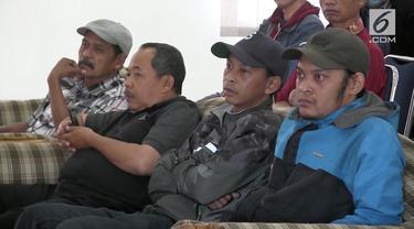 Penyelesaian kasus rumak Eko Bandung, yakni rumah terisolasi tembok tetangga milik Eko Purnowo, ditempuh dengan musyawarah. Pertemuan dilakukan di Kantor Kecamatan Ujungberung, Kota Bandung, Rabu (12/9/2018) siang.