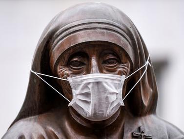 Polusi Udara, Patung Bunda Teresa di Kosovo Dipasangi Masker