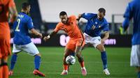 Timnas Italia harus puas bermain imbang 1-1 kontra Belanda pada laga fase grup UEFA Nations League 2020/2021 di Stadion Atleti Azzurri d'Italia, Kamis (15/10/2020) dini hari WIB. (AFP/Marco Bertorello)